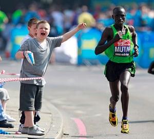 marathon2: Kenya's Mutai runs