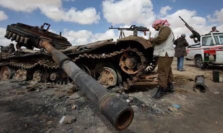 Libyan rebel soldiers re-arm