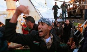 Libyan civilians are evacuated from Misrata