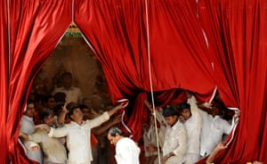Sai Baba funeral: Volunteers and devotees remove curtains after the final rituals