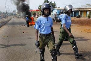 Africa Unrest: Guinea Guinean police face political rioters