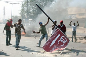 Africa Unrest: Rioters throw stones in Maputo, Mozambique