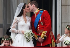 Wedding procession: Prince William and Catherine, Duchess of Cambridge kiss on the balcony