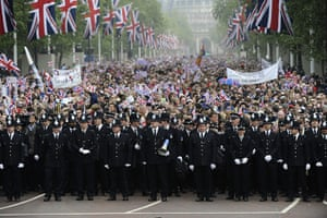 Wedding procession: Police officers stand in front of royal supporters on The Mall