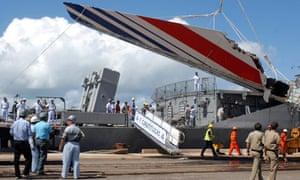 Debris of the missing Air France flight 447 arriving at Recife's port