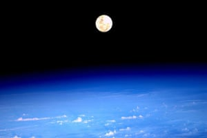 Month in Space: Supermoon rise as seen from ISS
