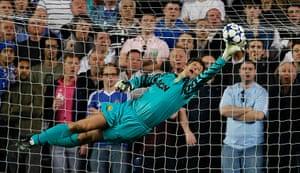 Chelsea v United: Edwin van der Sar makes a stunning save from Fernando Torres