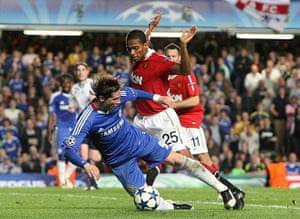Chelsea v United: Fernando Torres goes down in the area after a challenge by Valencia