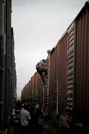 24 Hours in Pictures: Migrants get off a train on their journey toward the US-Mexico border