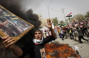 24 Hours in Pictures: Followers of radical Shiite cleric Muqtada al-Sadr burn US flags