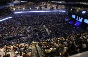 Berkshire Hathaway: Thousands of Berkshire Hathaway shareholders wait for the company's AGM