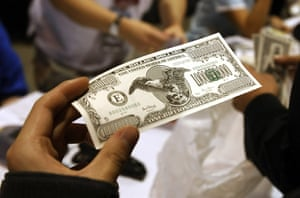 Berkshire Hathaway: A shareholder holds a fake US one billion dollar note at a souvenir stand