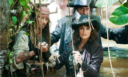 Johnny Depp, Ian McShane and Penelope Cruz in Pirates of the Caribbean 4