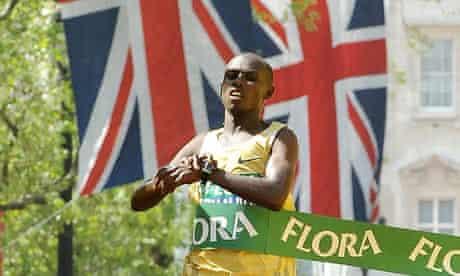 Sammy Wanjiru crosses the finish line at the 2009 London marathon