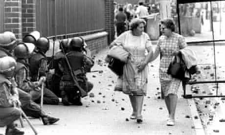 Conversation Piece, a photograph taken in Belfast in 1977 by Michael Ward