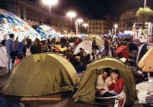 Spain protests: demonstrators occupy the square
