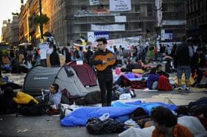 Madrid protests saturday: Guitar Man