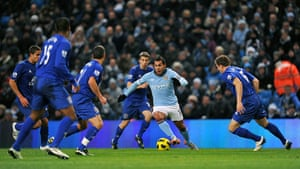 Premier League 2010-11: Manchester City's Carlos Tevez is surrounded by Everton players