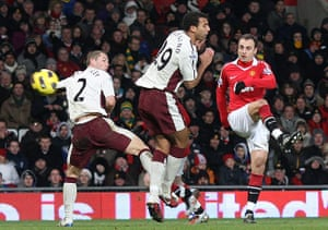 Premier League 2010-11: Manchester United's Dimitar Berbatov gets their 2nd goal against Sunderland