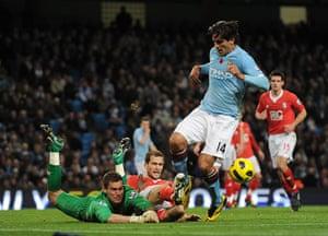 Premier League 2010-11: Birmingham City keeper Ben Foster & team-mate Roger Johnson clear the ball