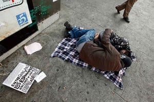 Spain protests continue: Demonstrators sleep as they camp out in Puerta del Sol