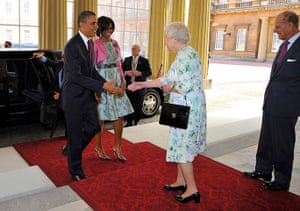 Obama UK visit: Barack and Michelle Obama are greeted by Queen Elizabeth, uckingham Palace