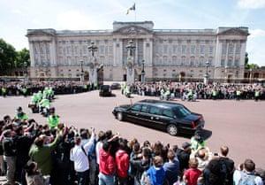 Obama visits UK: Barack and Michelle Obama arrive at Buckingham Palace