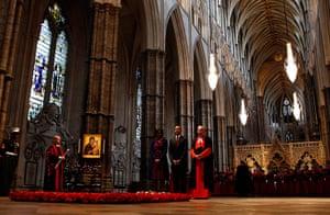 Obama visits UK: Barack Obama stands in prayer at Westminster Abbey