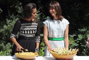 Obama UK visit update: Michelle Obama and Samantha Cameron serve food in the garden