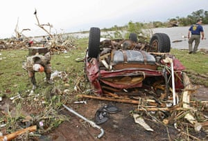Tornadoes in US: Search and rescue crew looks for missing children in Falcon Lake