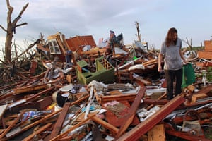 Tornadoes in US: A woman salvages what she can from her mother's house