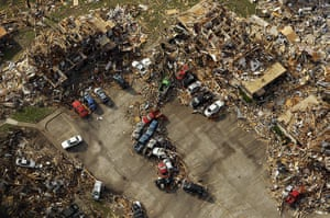 Tornadoes in US: A destroyed apartment complex in an aerial view over Joplin