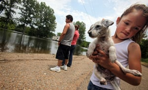 FTA Mario Tama: A family watch the Mississippi River floodwaters near their Vicksburg home