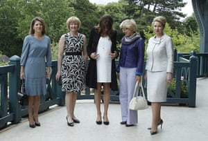 G8 summit: Group photo of spouses at the Villa Strassburger during the G8 summit