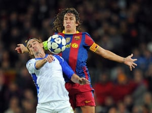 Barcelona2: Barcelona's captain Carles Puyol (R) vie