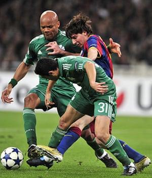Barcelona3: Barcelona's Lionel Messi (C) fights for