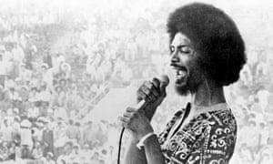 Musician and poet Gil Scott-Heron performing in 1974