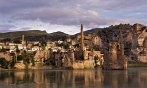 Tigris River and ancient city of Hasankeyf, Batman Turkey. Image shot 2007. Exact date unknown.