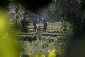 Pakistan : Army soldiers guard the compound where bin Laden lived in Abbottabad