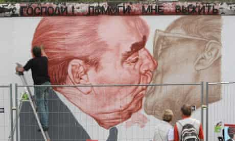 Dmitry Vrubel repaints his mural