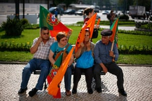 24 hours in pictures: Supporters wait before an electoral campaign in Coimbra, Portugal