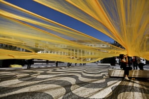 24 hours in pictures: A massive yellow fibre net is assembled for an art performance, Lisbon