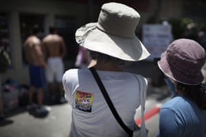 Gay Pride in Tel Aviv: A mother and her daughter take pictures