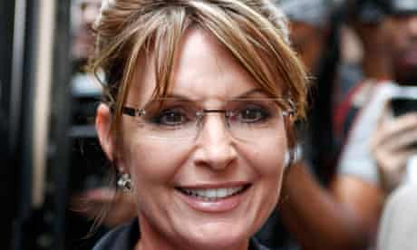 American conservatives have leapt to the defence of Sarah Palin after the release of 24,000 emails