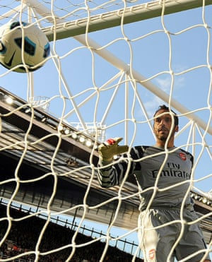 Unwanted players transfer: Arsenal's goalkeeper Manuel Almunia