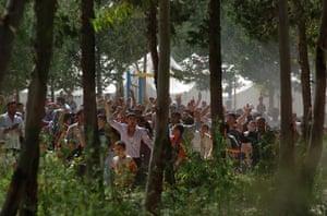 Syrian refugees: Syrian refugees erupt in celebration after hearing a false rumour