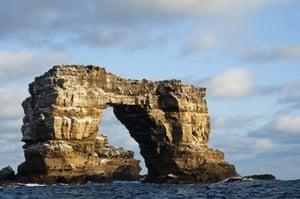 Galapagos : galapagos darwin arch