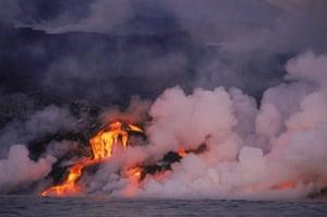 Galapagos : galapagos volcano