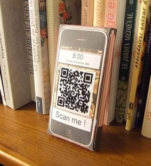 QR-3D: Isabelle Texier's QR code et iPhone en carton pour Hatim