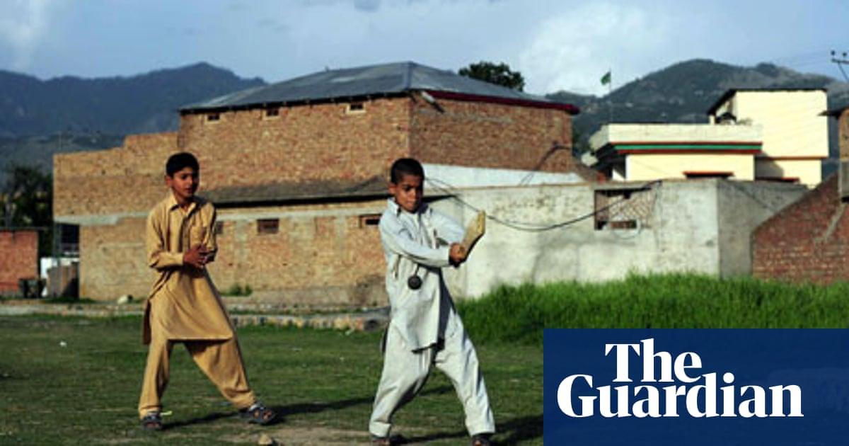 Pakistan arrests five men for helping CIA spy on Bin Laden house